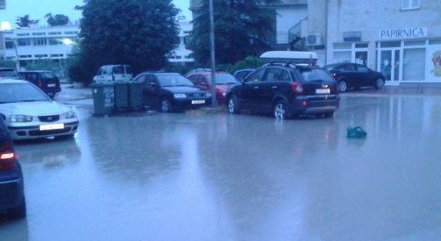 POPLAVE U BIOGRADU Građani se žale da zbog poplava imaju kvarove na automobilima