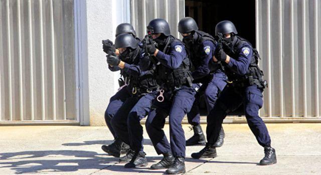 ZADARSKI POLICAJCI ZBRINJAVAJU IZBJEGLICE Otkazali proslavu Sv. Mihovila