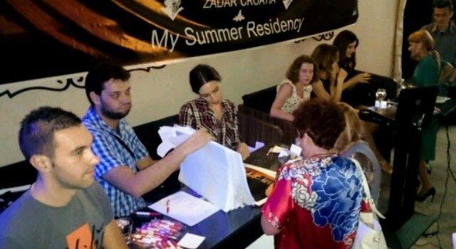 Mladi SDP-ovci organizirali humanitarnu izložbu za pomoć socijalnoj samoposluzi