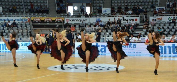 Atraktivne navijačice oduševile publiku na Višnjiku