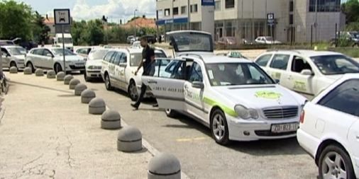 Taksist kojeg su premlatili britanski turisti kod Male pošte dobro se oporavlja