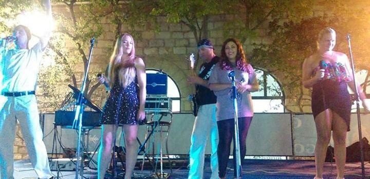 AUDICIJA Toto traži dvije djevojke za ženski Honky Tonk band!