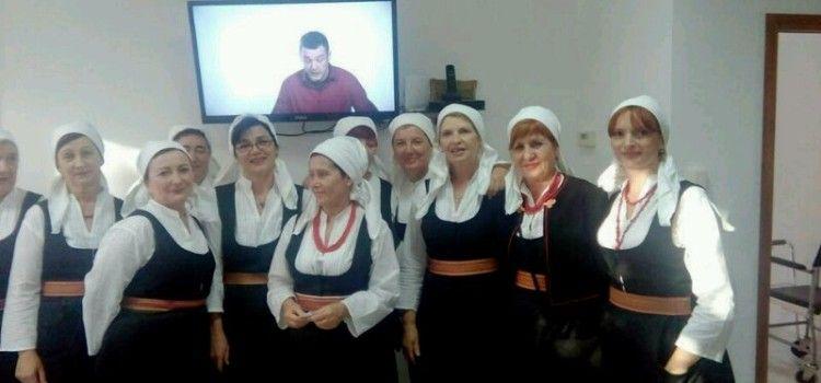 Dikljanske kvešture pjesmom i lijepom riječju razveselile umirovljenike u Domu na Smiljevcu