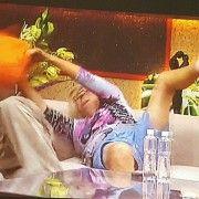 NOGE U ZRAKU I DVA MUŠKARCA 59-godišnja Vesna Bartolić iz Zadra uživa u Big brother kući!