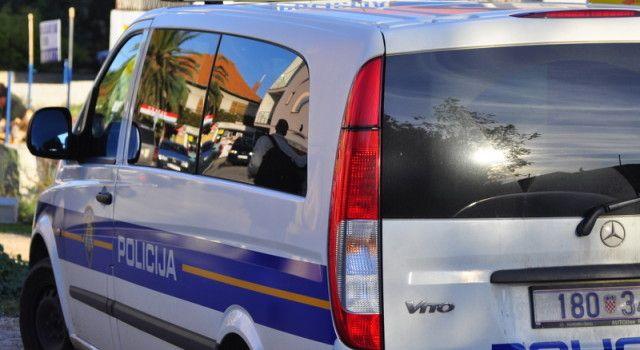 Policija za niz provala u trgovine i ugostiteljske objekte osumnjičila tri muške osobe