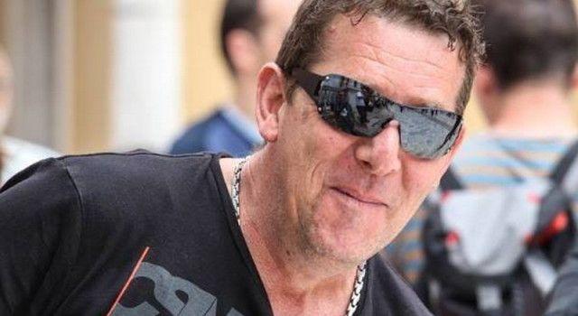 PLEMENITA GESTA Mirko Brkljača poklanja siromašnoj obitelji drva za ogrijev