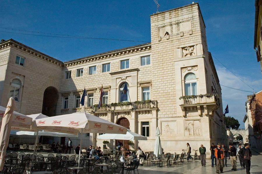 Building in Zadar, Narodni trg
