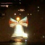 Sve više građana dolazi vidjeti svjetlosni spektakl hologramske jelke!