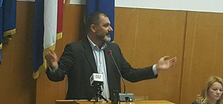 NEKIĆ DOŠAO NA VIJEĆE SA ŠTAKAMA Novoselović ga napao radi vrtića u Ričinama