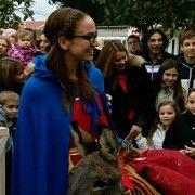 Djecu u Bibinjama posjetit će Sv. Luce u 15.30 sati, a navečer je koncert klape Kaše