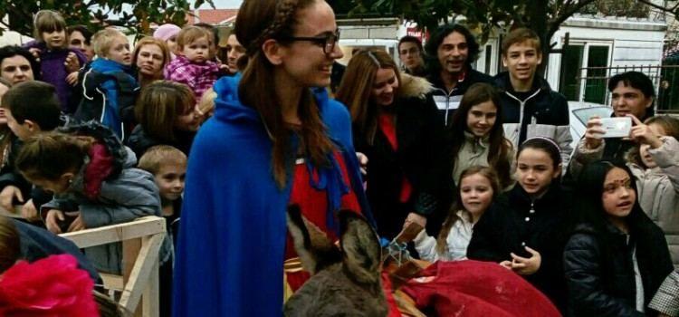 SVETA LUCA U BIBINJAMA Darivala slatkišima više od stotinu djece!