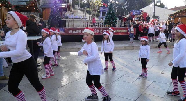 Rasplesani mališani oduševili publiku na Trgu pet bunara