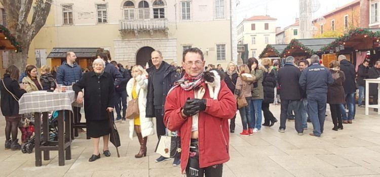 Modni mačak Jadranko posjetio Advent u Zadru u društvu mačke