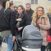 FOTOGALERIJA Mame sa svojim mališanima u šetnji gradom