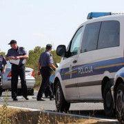 Zbog prijetnji i oštećenja dva automobila priveden 40-godišnjak