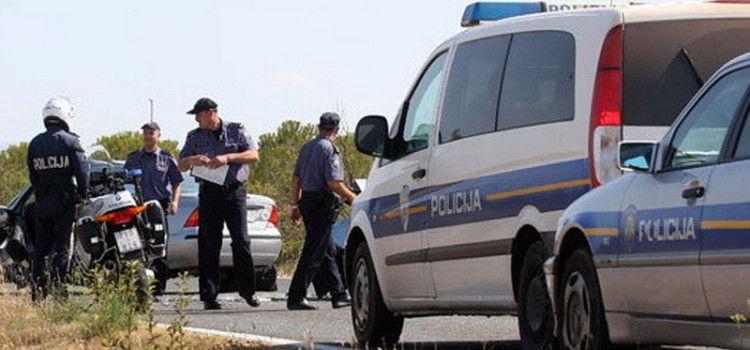 U TEŠKOJ PROMETNOJ NESREĆI Smrtno stradao vozač kombija!