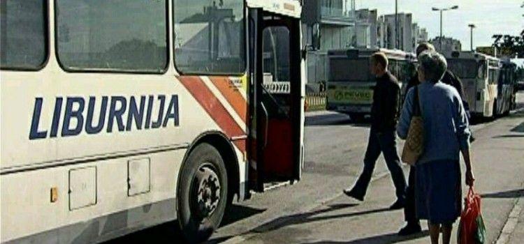 U Pakoštanima bojom i kamenjem gađan Liburnijin autobus