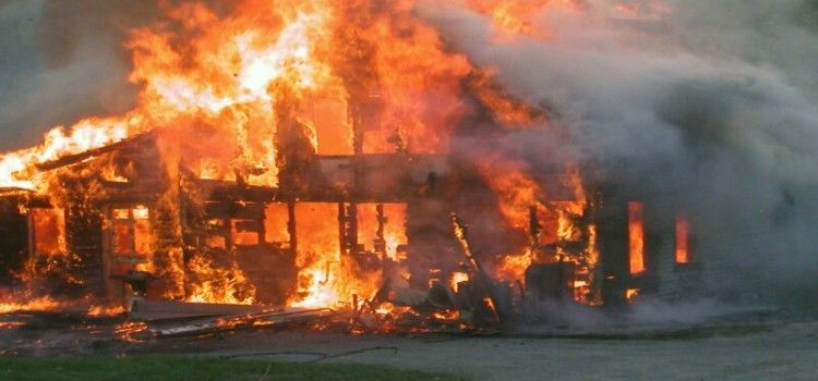 STRAVA U POSEDARJU Izgorio stambeni objekt u požaru, a u njemu 77-godišnji starac