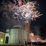 FOTOGALERIJA Spektakularan vatromet nad Zadrom (Foto: Davor STRENJA)