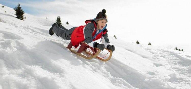 Brojni Zadrani s djecom uživaju u sanjkalištu Cvituša kraj Lovinca
