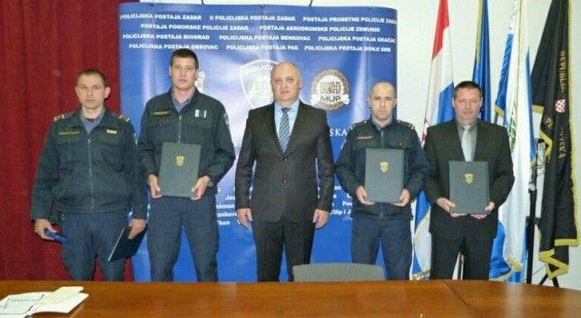 UZORNI POLICAJCI Predsjednica odlikovala Vrsaljka, Ušljebrku, Jovića, Šimunova i Sorić