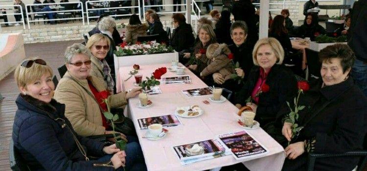 Ženama na Viru podijeljeno 400 ruža!