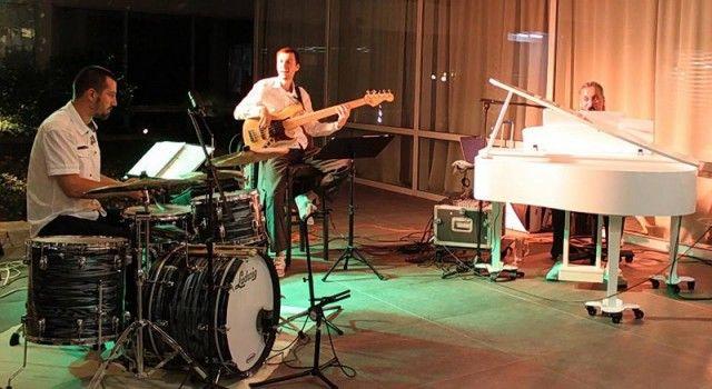Koncert Alvarez trija u BackStage baru