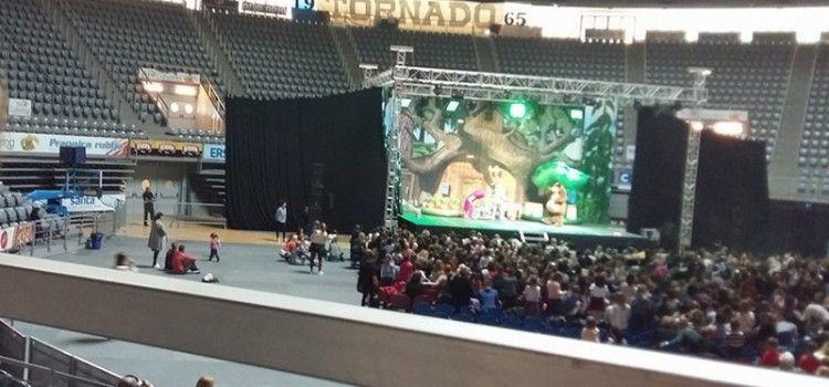 MAŠA I MEDVJED Održana predstava za djecu u dvorani na Višnjiku