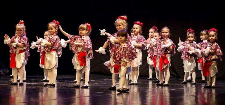 FOTOGALERIJA Plesna čestitka Zadarskog plesnog ansambla (Foto: Toni BUČIĆ)