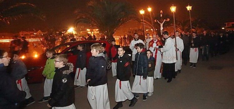 (FOTOGALERIJA) VELIKI PETAK Tisuće vjernika u velikoj procesiji u Bibinjama!