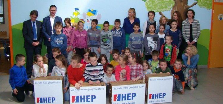 Učenici Područne škole u Vukšiću dobili dva računala na nagradnoj igri