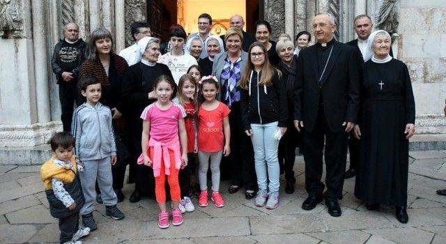 PREDSJEDNICA SE SASTALA S NADBISKUPOM PULJIĆEM Družila se i s vjernicima ispred katedrale