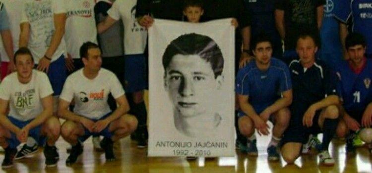 MEMORIJALNI TURNIR U spomen na Antonija Jajčanina (17) čiji organi su spasili 7 osoba!
