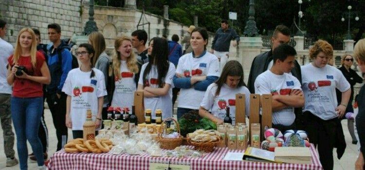 TRG PETRA ZORANIĆA Predstavljanje projekta uz slatka i slana jela