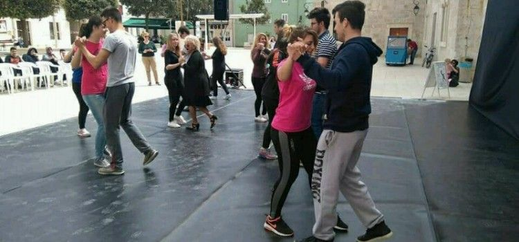 U PAGU ODRŽAN FESTIVAL PLESA Građani uživali u modernim i tradicionalnim plesovima!