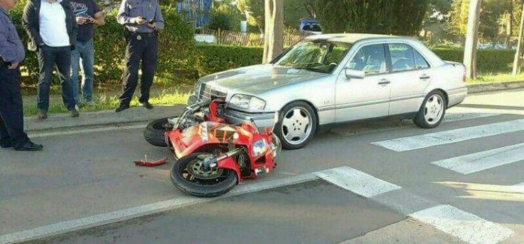 (FOTO) PROMETNA NESREĆA NA BORIKU Sudarili se Mercedes i motor