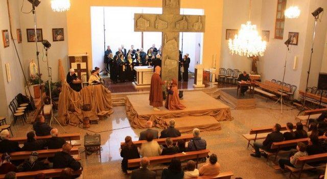 """U crkvi Sv. Nikole u Lišanima Ostrovičkim održan pasionski oratorij """"Zadnja postaja"""""""