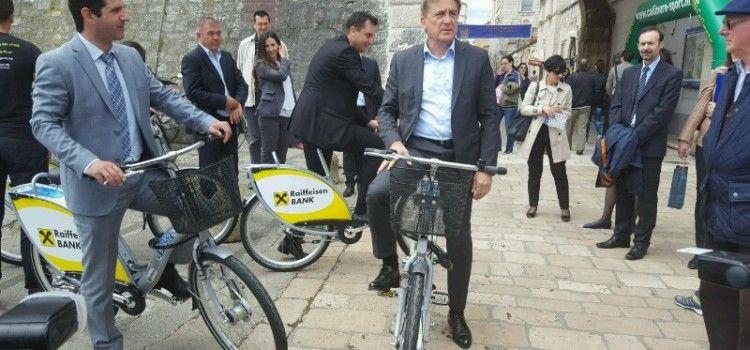 Gradonačelnik Kalmeta vožnjom otvorio korištenje sustava javnih bicikala