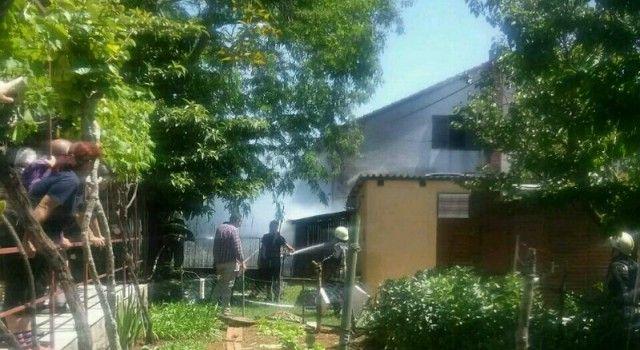 (FOTO) POŽAR U OBITELJSKOJ KUĆI U TURNJU Gasili ga vatrogasci s tri vozila