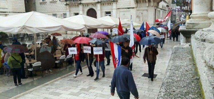 INGRID ANTIČEVIĆ MARINOVIĆ: Protivimo se ugrožavanju ljudskih i radničkih prava!