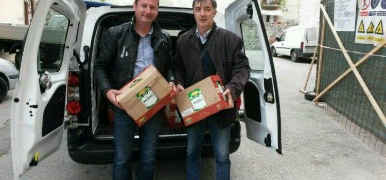 POMOĆ SIROMAŠNIMA Vice Brkljača donirao 200 litara mlijeka socijalnoj samoposluzi!