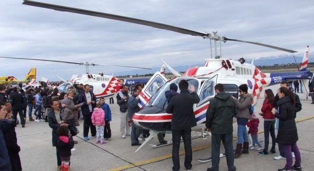 DAN OTVORENIH VRATA U VOJARNI ZEMUNIK Razgledajte avione i helikoptere!
