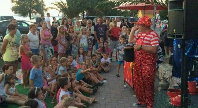 """Predstava """"Klaunovska posla"""" oduševila mališane u Bibinjama!"""
