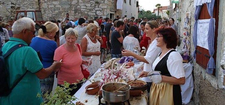 """PAKOŠTANE Gastro manifestacija """"S okusom mora i zrnom soli"""""""