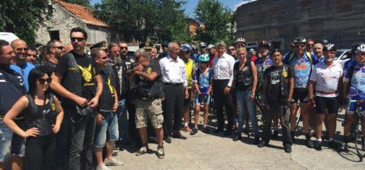 DOČEKALI IH GENERALI FUZUL I BERETIN SA ŽUPANOM Više od 60 biciklista iz Zadra išlo u Knin
