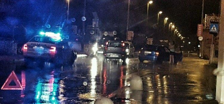 (FOTO) PROMETNA NESREĆA U ULICI FRANKA LISICE Sudar dva automobila po kiši