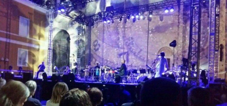 KONCERTNI SPEKTAKL NA FORUMU Massimo oduševio nekoliko tisuća posjetitelja!