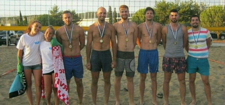"""POD NAZIVOM """"HVALA BRANITELJI"""" Na plaži u Bibinjama održan turnir u odbojci na pijesku"""