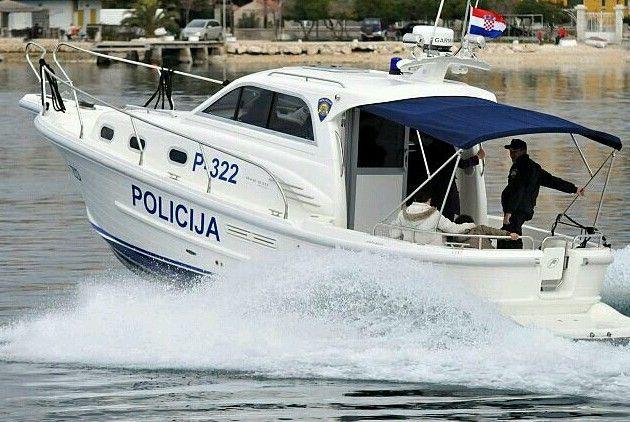 Brodica udarila u otok, poginuo muškarac, a troje ih je ozlijeđeno