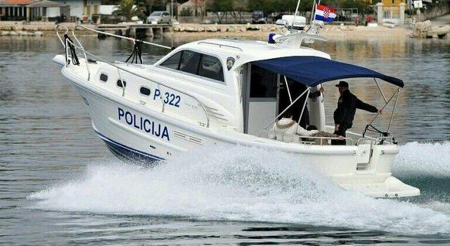 NAKON VELIKE POTRAGE Spašeni češki turisti s nasukane jedrilice